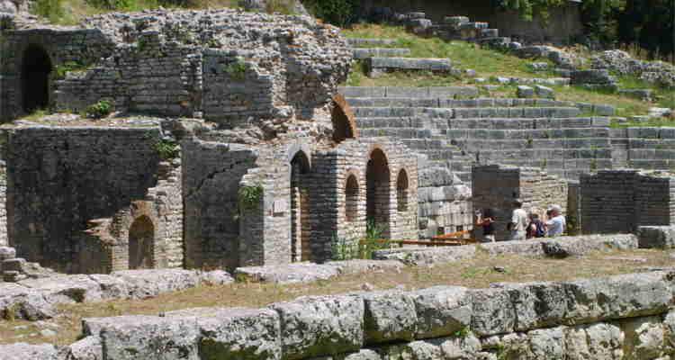 ISTITUTO ARCHEOLOGIA, PER PAGARE GLI SCAVI SI VENDE I LIBRI