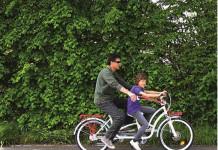 Autismo, tutti in pista con la bici degli abbracci