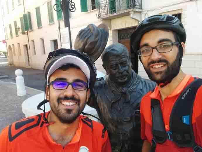 Luca e Davide, in bici per