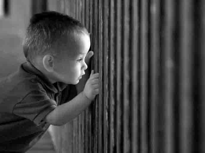 """Una ninna nanna """"prigioniera"""". Come crescono i bambini nelle carceri"""