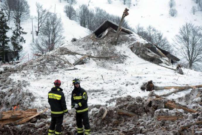 Rigopiano Hotel, soccorritori all'opera tra le macerie del resort devastato dalla slavina