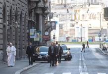 papa camminata roma