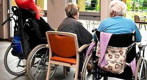 anziani nelle strutture