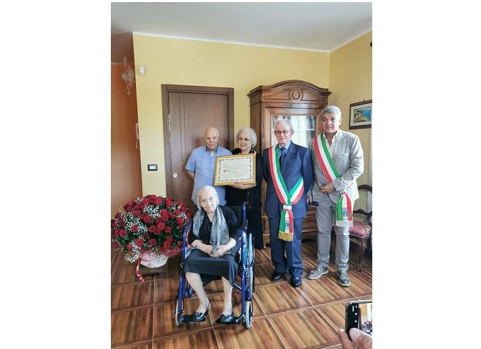 centenaria lucito